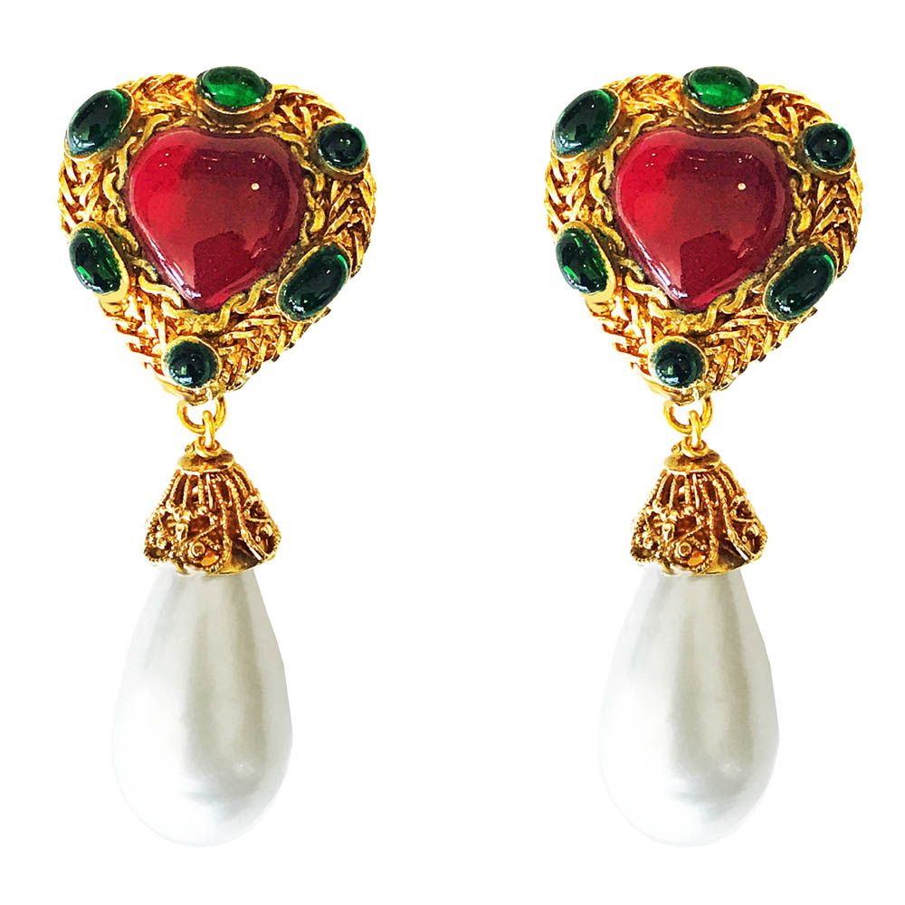 76a20976 Vintage Chanel Gripoix Glass Heart and Pearl Drop Earrings    TFTM ...